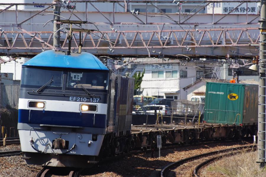 EF210 137 20150326