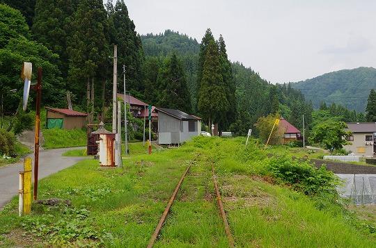 本名駅 5