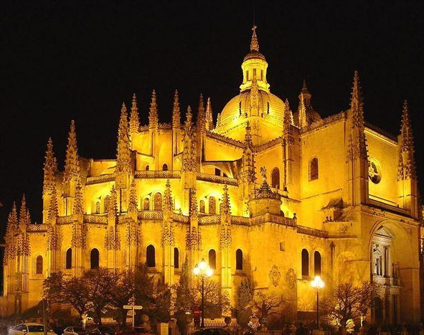 1024px-Catedral_de_Segovia_R.jpg
