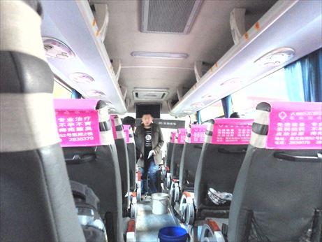 理塘行のバス車内_R