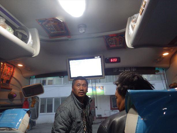 馬爾康行のバス車内 (1)_R