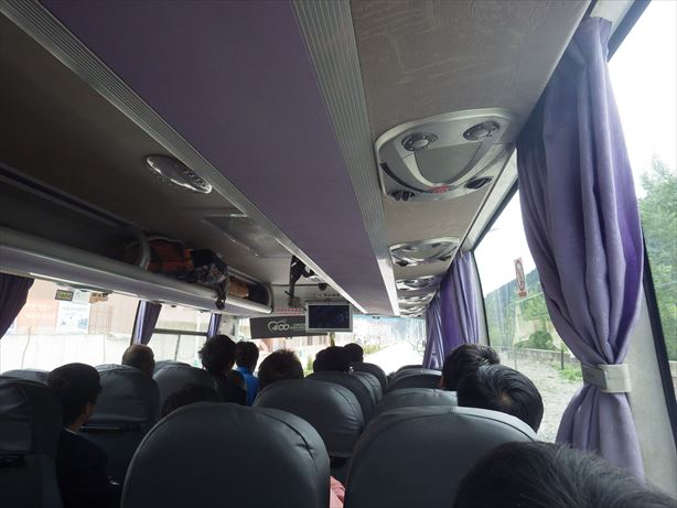 迭部行のバス車内_R