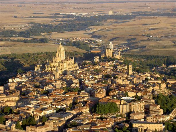 Vista-aerea-general-de-Segovia_R.jpg