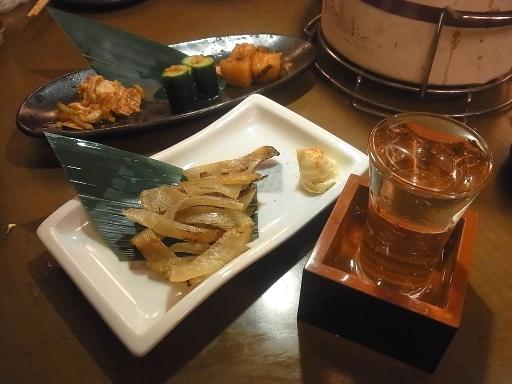 えいひれの炙り焼・キムチ・日本酒