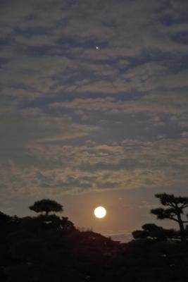 2015-02-04-0553-moon-jupiter.jpg