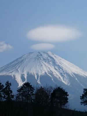 富士山とまんまる雲