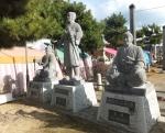 演じた原惣右衛門、片岡源吾衛門が並んでいた。大石神社参道