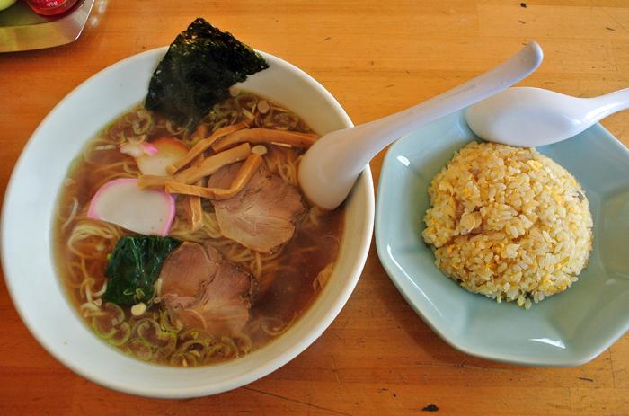 はくうん@下都賀郡壬生町 ラーメンと半炒飯のセット