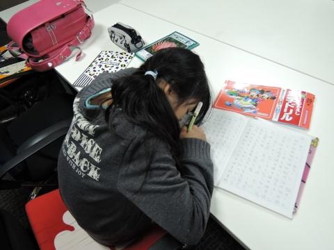 娘が漢字ドリルの宿題をやってました。