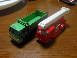 トミカ2台
