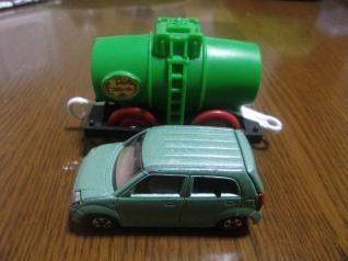 タンク車とアルト