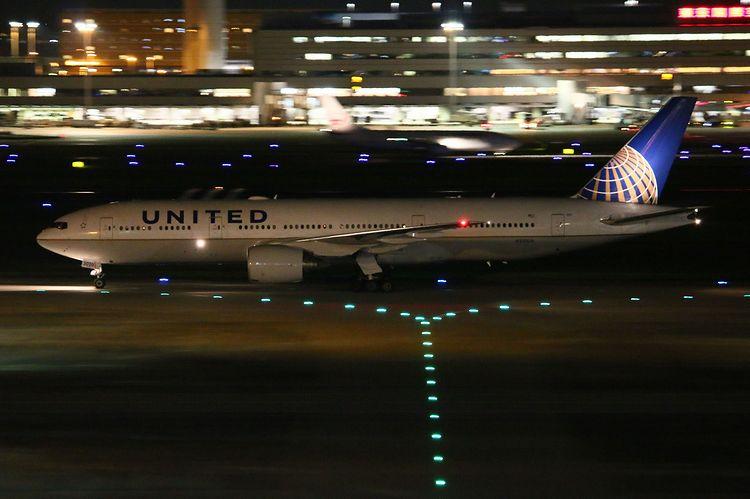 1506羽田空港70D (218)FC2