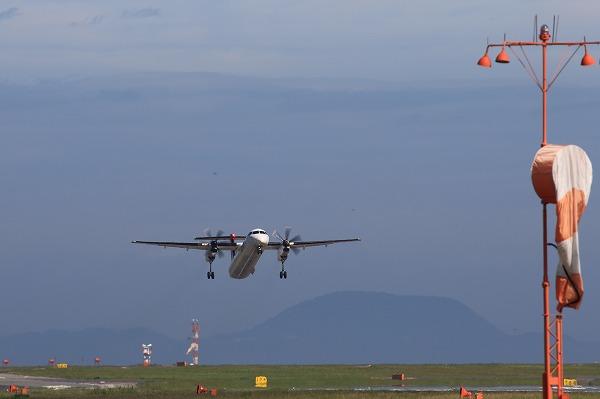 3X DHC-8-402Q JA846C RJOM 150718 02