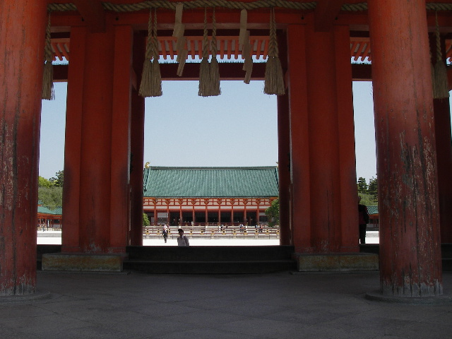 2015平安神宮応天門をくぐる