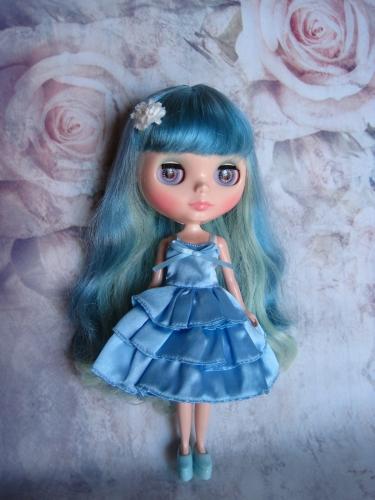 青いドレス