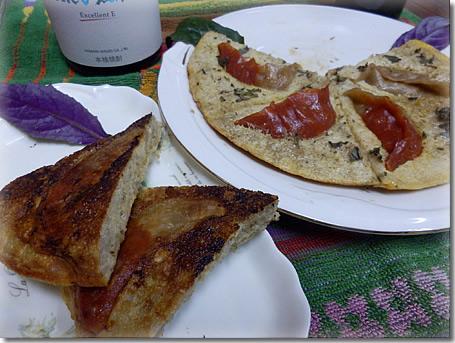 紅白黒豚ギョーザのスパニッシュオムレツ風大和芋ピザ