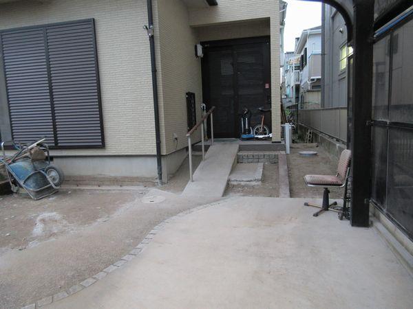 玄関前施工途中