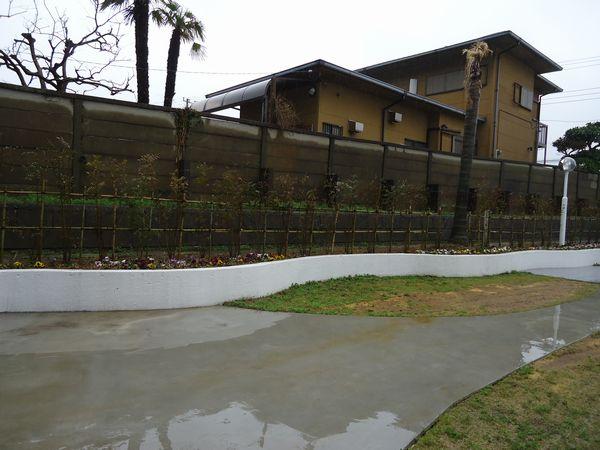 施工前隣家側レイズドベッド