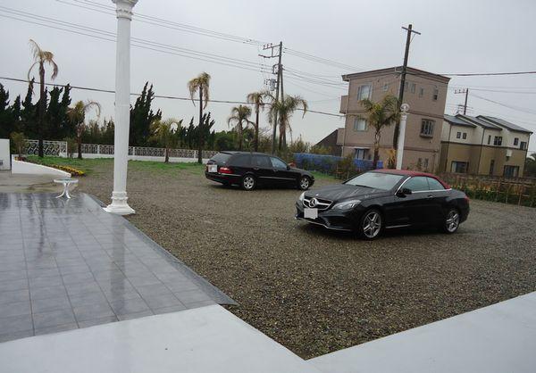 右側駐車場回り施工前