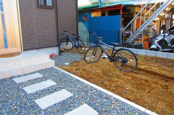 玄関前と駐車場の施工前