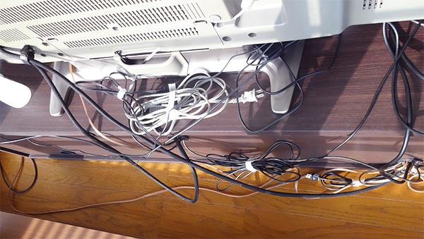 テレビ配線のゴチャゴチャを整理