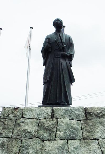 箕作阮甫の像