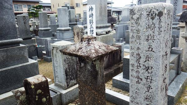神崎与五郎の母の墓