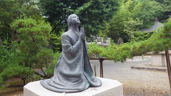 法然の無事を祈る母の像