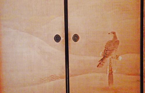 鷹の間の襖絵↓