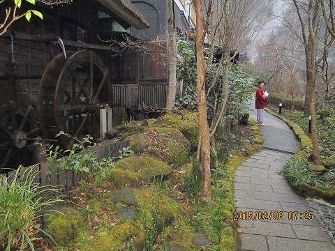 温泉旅館の小道