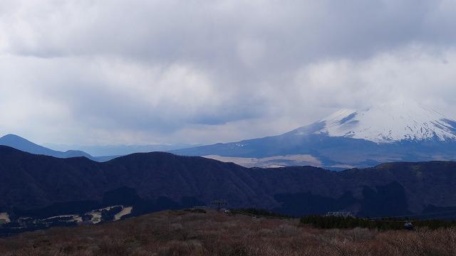 箱根湖畔と富士山