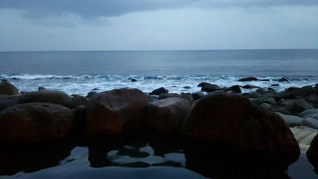 黒根岩風呂から海