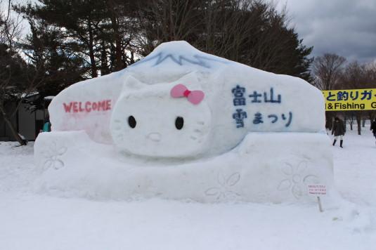 富士山雪まつり オブジェ キティ