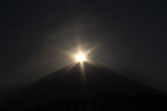山中湖アイスキャンドル ダイヤモンド富士 もうちょい