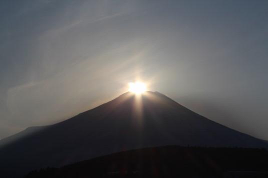山中湖アイスキャンドル ダイヤモンド富士 アップ