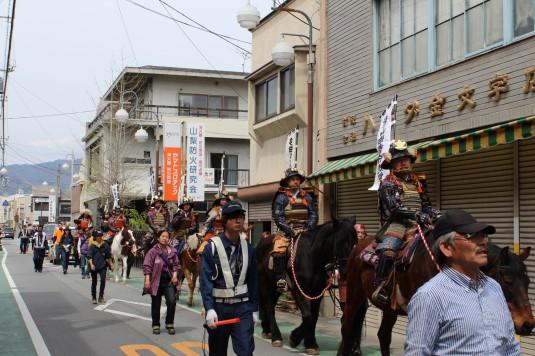 武田二十四将騎馬行列 町中偵察