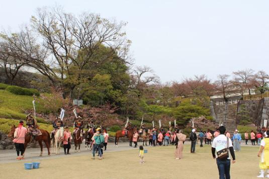 武田二十四将騎馬行列 舞鶴城公園 休憩