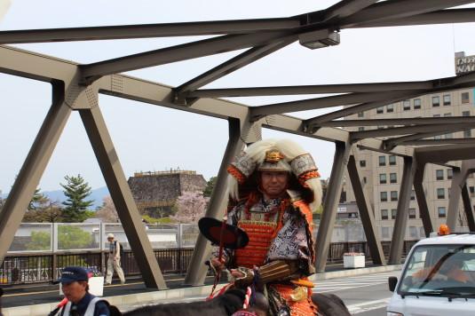 武田二十四将騎馬行列  陸橋 信玄公
