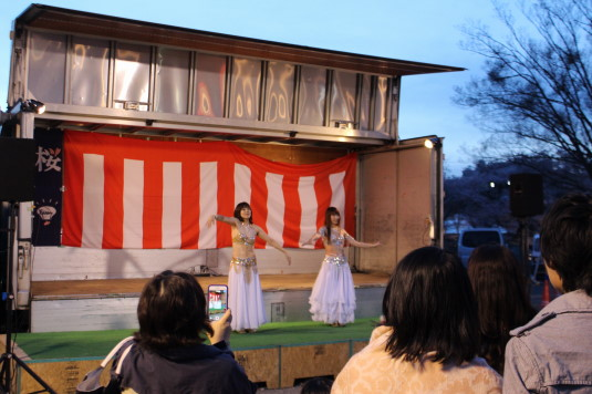 長坂夜桜祭り 会場 ステージ