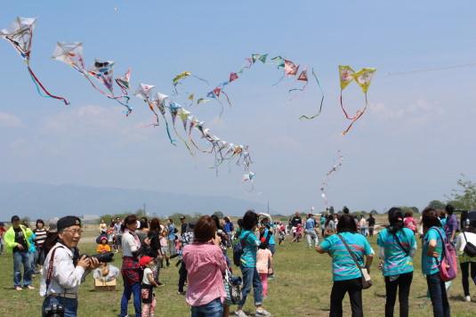 凧上げ祭り 幼稚園連凧
