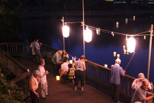 月見が池弁財天祭り 灯篭流し