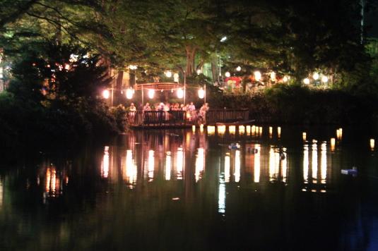 月見が池弁財天祭り 灯篭流し 全体