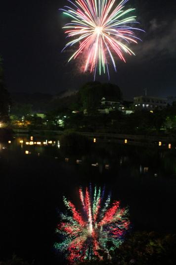 月見が池弁財天祭り 花火 縦