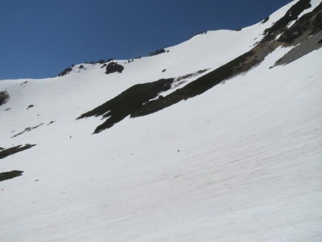 5月17日 ヤマクボ沢に滑り降りるにはトラバース