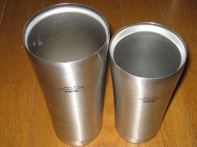 2014年に購入した フォルテックハウス ステンレスタンブラー FHR-6204 620ml は氷を入れアイスコーヒーや冷えた麦茶など主に夏場で活躍、FHR-6177 400ml はホットコーヒーや熱いお茶など主に冬場で使用