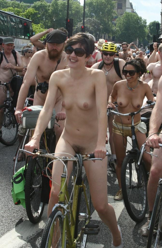 全裸サイクリング4