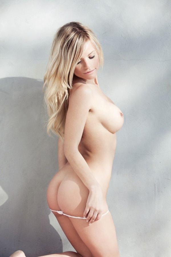【金髪外国美人】色白な巨乳おっぱいの全裸ヌード乳首