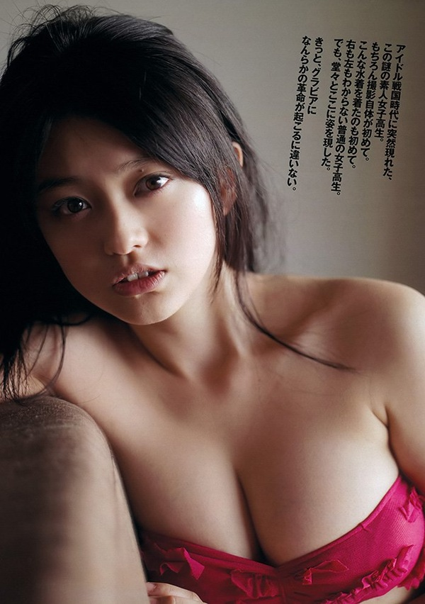 【山地まり】巨乳おっぱいがビキニからハミ乳