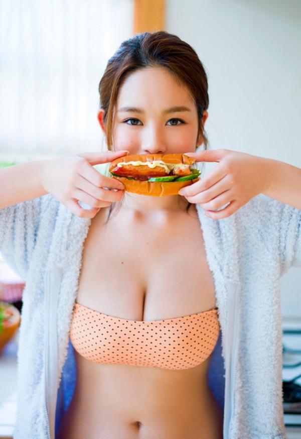 【筧美和子(テラハウス)】ぷるぷる巨乳おっぱい丸見え画像