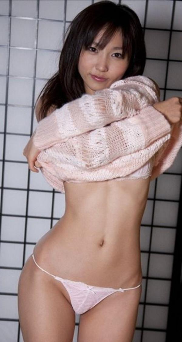 【吉木りさ】美乳おっぱいのセミヌード画像